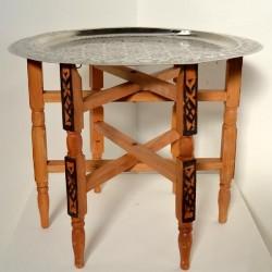 Mesa de té de pata plegable con bandeja de alpaca tallada