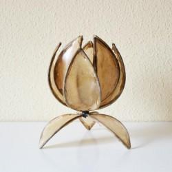 Lotosblume geformt tischleuchte aus naturleder