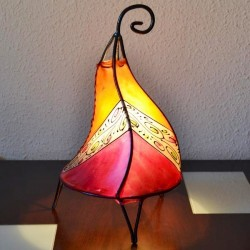 Lámpara de mesa forma gallo de cuero natural pintada con henna