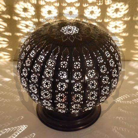 Grande lampe de table de forme sphère ajourée en forge bronze