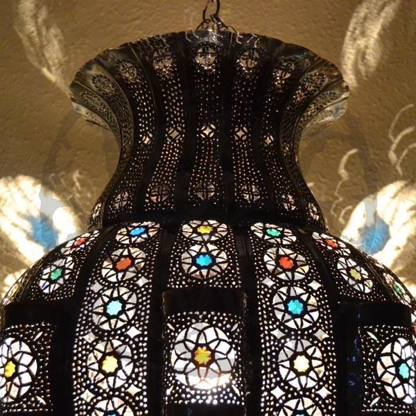 Acquista Lampadario grande forma melograno di ferro bronzato traforato e rocc...