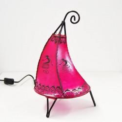 Koboldhut tischlampe aus leder mit henna bemalt