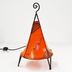 Lampe pyramide à base ronde de cuir peint au henné