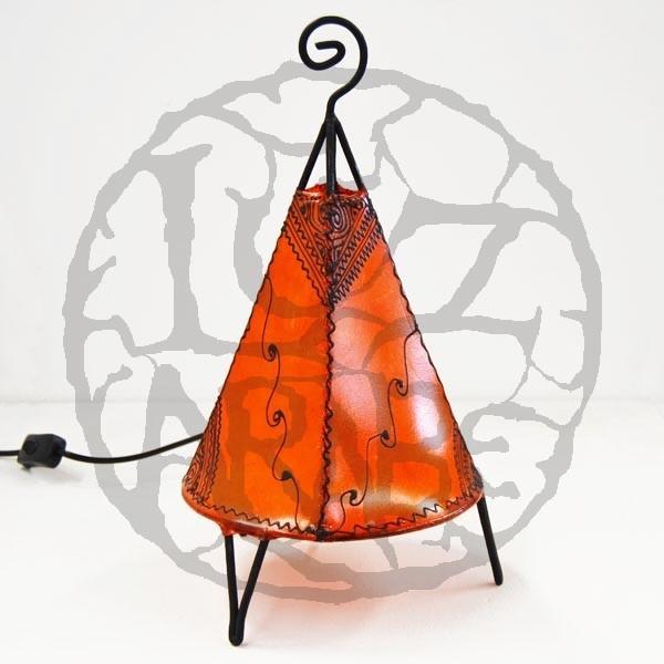 Kaufen pyramidenform tischlampe mit bodenronde aus leder mit henna bemalt 35 cm for Marokkanische tischlampe