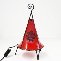 Pyramid table lamp with round base of leather painted with henna