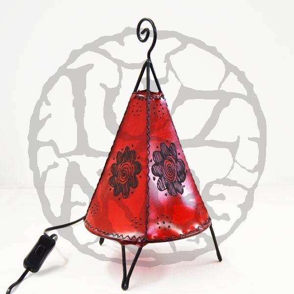 Acquista lampadario piramidale con base rotonda in pelle for Lampadario da tavolo