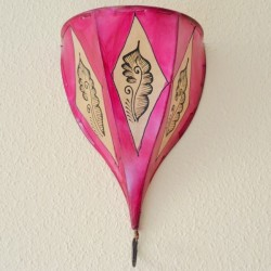 Applique la tulipe en cuir peint