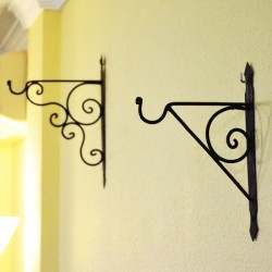 Lamp support for wall