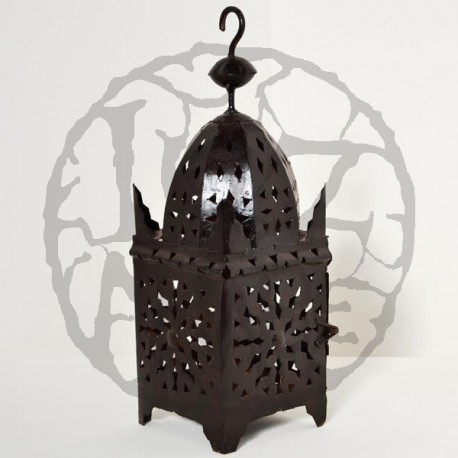 Lanterna em ferro perfurada forma minarete quadrado