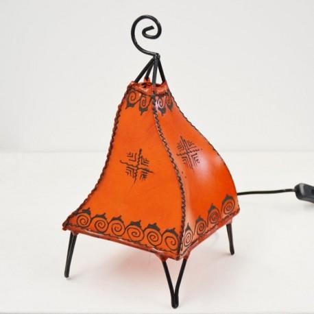 Candeeiro de mesa forma de pavão de couro pintado com henna