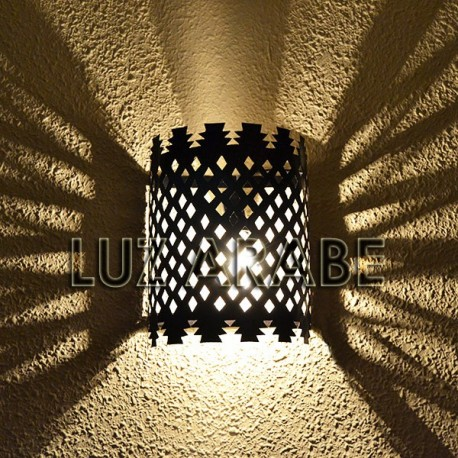 Marokkanische wandlampe der gemalten durchbohrte metall