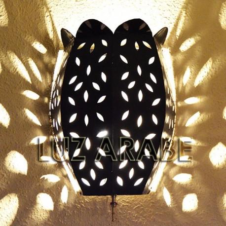 Candeeiro de parede tulipa de ferro perfurado com caule de cobre