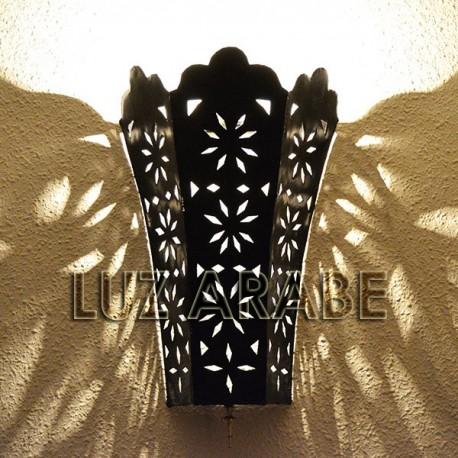 Lilienform wandleuchte von durchbrochenen eisernen