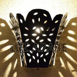 Large lily shape wall sconce of openwork iron