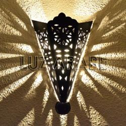 Grande candeeiro de parede de ferro perfurado estilo medieval