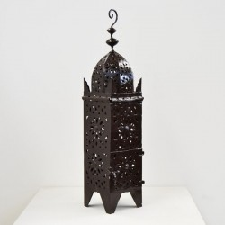Durchbrochene Eisenlaterne einer Koutoubia minarett form