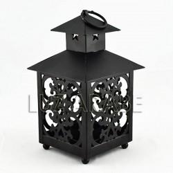Lanterna em ferro perfurada forma casa quadrado
