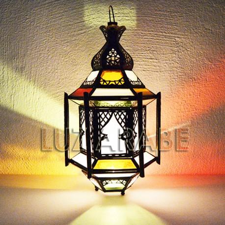 Lanterna marroquina com barras de vidro coloridas