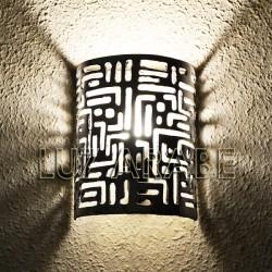 Marokkanische Wandleuchte aus durchbohrtem Aluminium mit Keilschrift