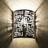 Applique murale marocaine en aluminium ajouré avec dessin cunéiforme