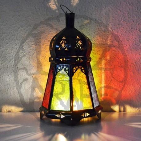 Lanterna de vela de vidro colorido e ferro perfurado