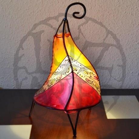 Lámpara de forja y cuero natural pintada con henna