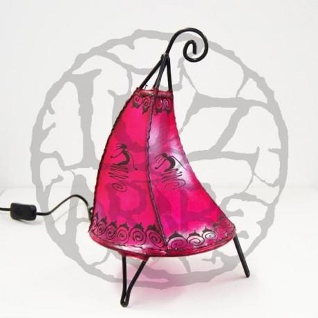 Lámpara gorro de duende de cuero pintada con henna