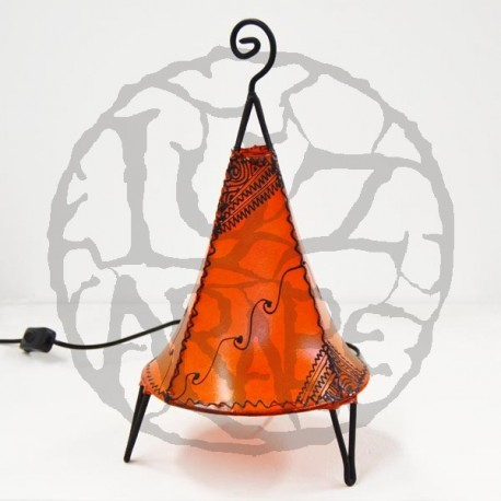 Pyramidenform tischlampe mit Bodenronde aus leder mit henna bemalt