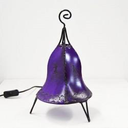 Glockenform tischlampe aus leder mit henna bemalt