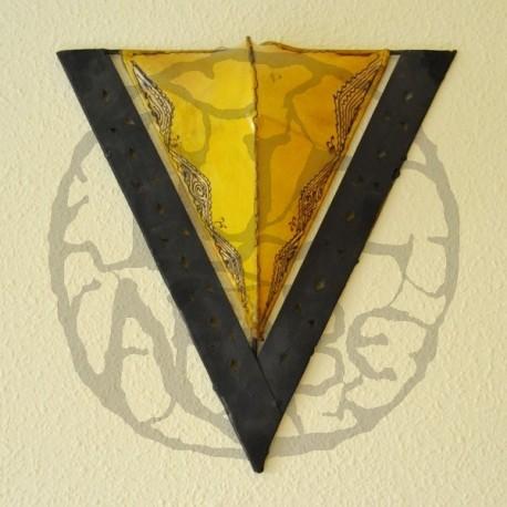 Applique triangolo in ferro e pelle dipinta