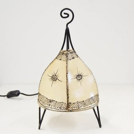 Candeeiro de mesa forma de barraca de couro pintado com henna