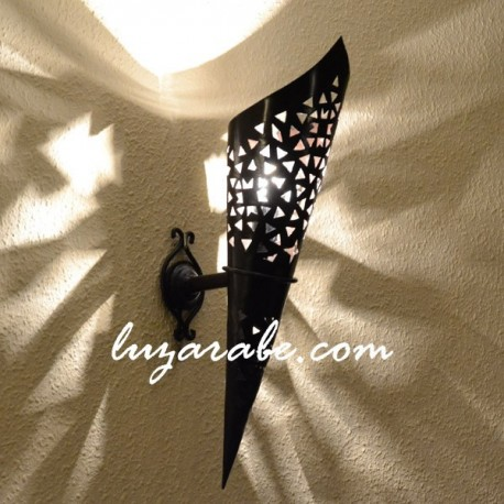 Arandela de forma tocha de ferro perfurado