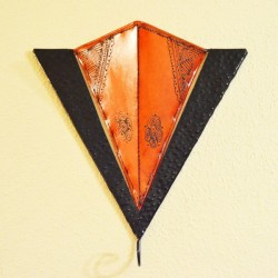 Triangle from sconce of iron and painted leather