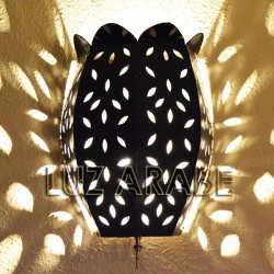 Tulip shape wall sconce of openwork iron