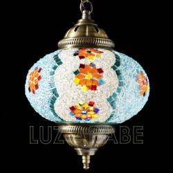 Türkische hängelampe mit mosaikkugel in hellblauem ton